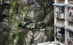 Huge Buddha found among Chinese high-rise buildings