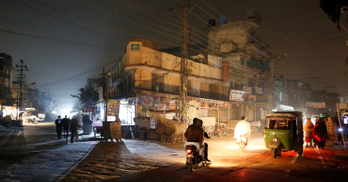 'Countrywide blackout' plunges Pakistan into darkness