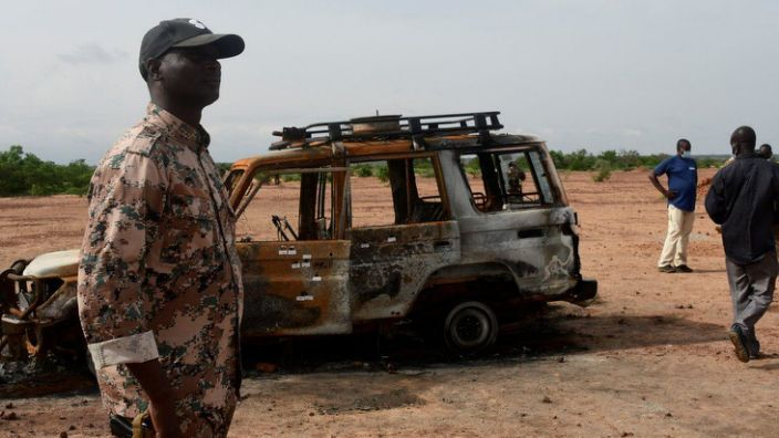 Suspected Islamists kill dozens in attacks on two Niger villages