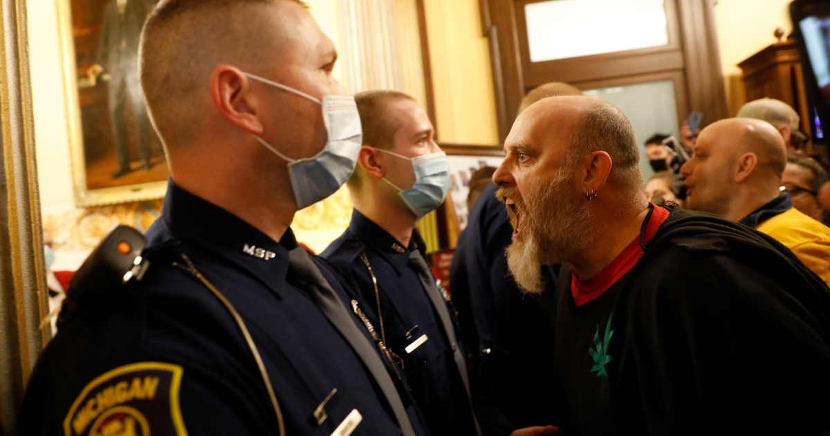 The police in the US must enforce pandemic measures