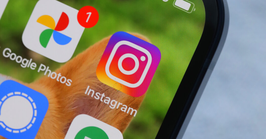 Instagram Bans Hundreds of Accounts With Stolen User Names