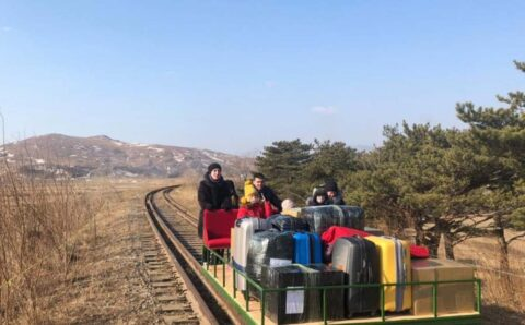 Russian diplomats use hand-pulled trolley to cross N Korea border