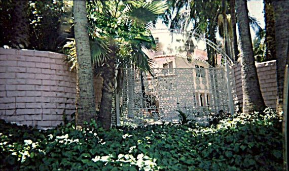 """Jayne Mansfield Allegedly Haunted Her Former """"Pink Palace"""""""