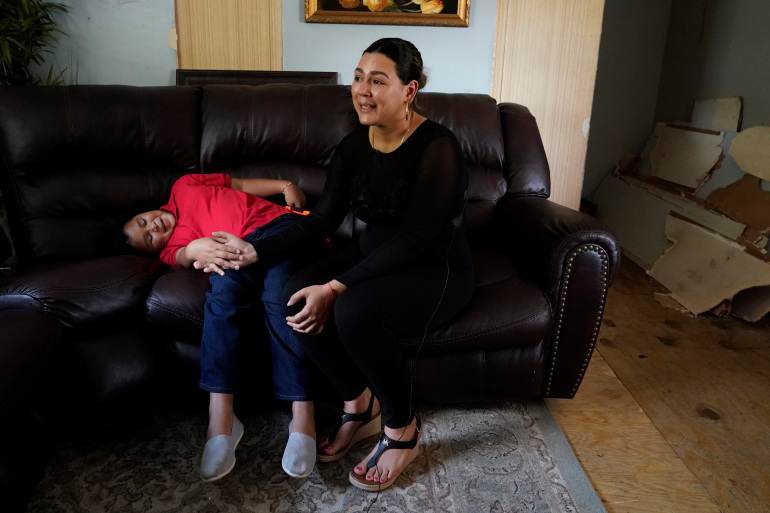 Tearful reunion after mom saw photo of daughter at border